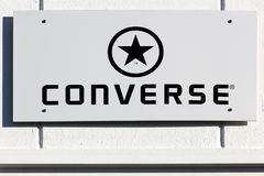 Logo inverse sur un mur photo stock
