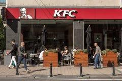 Logo KFC na ich głównej restauraci dla Belgrade Kentucky Fried Chicken jest Amerykańskiego fasta food restauracyjnym łańcuchem Fotografia Royalty Free