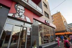 Logo KFC na ich głównej restauraci dla Belgrade Kentucky Fried Chicken jest Amerykańskiego fasta food restauracyjnym łańcuchem Zdjęcie Royalty Free