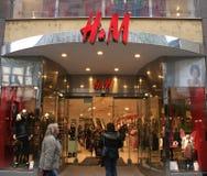logo M mauritz för ab-H-hennes shoppar Arkivbilder