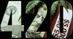 Logo With Money Inside With-Schwarz-Hintergrund des Marihuana-420 stockfotos