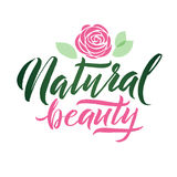 Logo Natural Beauty Vector Lettering Calligraphie faite main faite sur commande illustation de vecteur Photo libre de droits