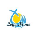 Logo odizolowywający agencja podróży Symbol wakacje, podróż i odtwarzanie w ciepłych krajach, Logo z drzewkami palmowymi ilustracja wektor
