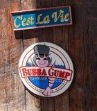 Logo på den Bubba Gump dignrestaurangen Bubba Gump Shrimp Company Restaurant och marknaden är en havs- restaurang som inspireras  fotografering för bildbyråer