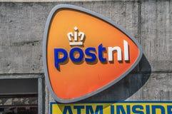 Logo From Postnl At Amsterdam o 2018 holandês imagens de stock