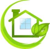 Zielony logo eco dom z liśćmi ilustracji