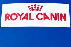 Logo royal de Canin sur un panneau Images libres de droits