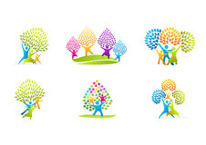 Logo sain de famille, conception naturelle de vecteur de concept de soin de parenting Photographie stock libre de droits