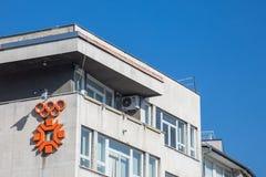 Logo Sarajevo 1984 zimy olimpiady na obdrapanym budynku w centrum miasto fotografia stock