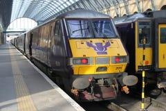 Logo scozzese di volo sul treno dell'estremità a re Cross Immagini Stock