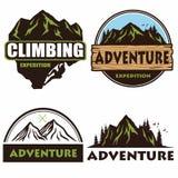 Logo Set Design que acampa, plantillas, aventura al aire libre, montañas y Forest Expeditions Vector Illustr de los emblemas y de stock de ilustración