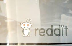 Logo sociale di media di Reddit su bianco Immagine Stock