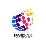 Logo stylizowana kula ziemska z pikslami w ruchu Ten logo jest stosowny dla globalnej firmy, światowych technologii i medialnych  Obraz Royalty Free