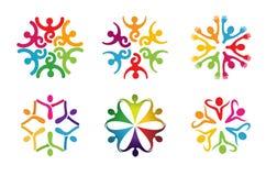 Logo tagliente di dancing della gente del cerchio variopinto creativo di Bodys Fotografie Stock Libere da Diritti
