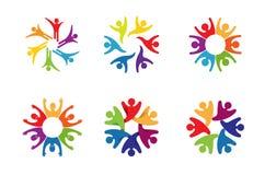 Logo tagliente di progettazione di sport di dancing della gente del cerchio variopinto creativo di Bodys Fotografia Stock