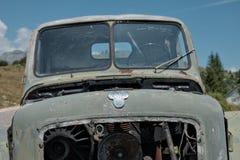 Logo TAM On Derelict Green Vehicle militär, Montenegro arkivfoton