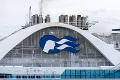 Logo/tecken/emblem för prinsessa Cruises på Emerald Princess Cruise Ship royaltyfri fotografi