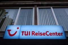 Logo TUI na ich lokalnym Reisecenter podróży centrum obraz stock