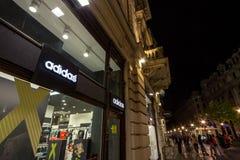 Logo von Adidas auf ihrem Hauptspeicher für Belgrad Adidas ist eine deutsche Sportkleidungsmarke, das größte in Europa Lizenzfreie Stockfotografie