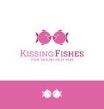 Logodesign av kyssa för 2 iconic fiskar royaltyfri illustrationer