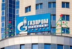 Logoen av Gazprom Arkivfoton