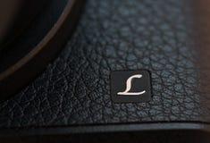 Logoen av Leica på digital kamera Arkivfoto