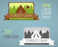 Logoer för campa för tappning och för utomhus- aktivitet vektor stock illustrationer