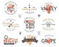 Logos de vin, ensemble de labels L'établissement vinicole, boutique de vin, vignobles badges la collection Rétros couleurs Concep Illustration Stock