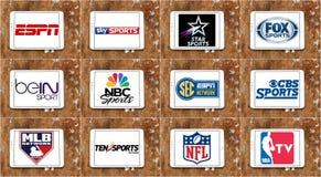 Logos obersten berühmten Fernsehens trägt Kanäle und Netze zur Schau stockbilder