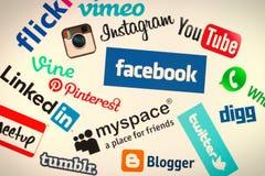 Logos sociale popolare del sito Web di media sullo schermo di computer Fotografia Stock Libera da Diritti
