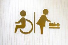 Logosymbolen av toaletten för handikapp och behandla som ett barn ändrande rum Royaltyfria Bilder