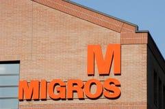 Logotecken av det Migros matlagret Arkivfoto