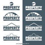 Logotipo abstracto de la propiedad con los edificios y construcción en esquema Foto de archivo