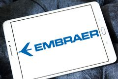 Logotipo aeroespacial da empresa de Embraer imagem de stock