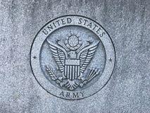 Logotipo cinzelado exército dos EUA no memorial a Carolina Veterans sul das forças armadas de Estados Unidos Fotografia de Stock