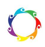 Logotipo colorido de la gente del trabajo en equipo Imagenes de archivo