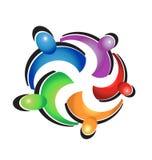 Logotipo colorido del abrazo del trabajo en equipo Imagen de archivo libre de regalías