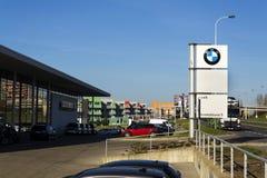 Logotipo da empresa automóvel de BMW na frente do negócio que constrói o 31 de março de 2017 em Praga, república checa Fotos de Stock