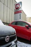 Logotipo da empresa de Fiat no carro na frente do negócio o 20 de janeiro de 2017 em Praga, república checa Fotografia de Stock
