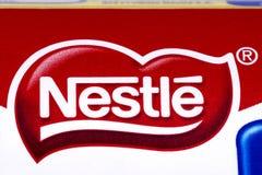 Logotipo da empresa de Nestle fotografia de stock