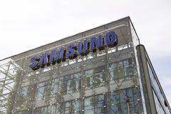 Logotipo da empresa de Samsung na construção das matrizes Fotos de Stock Royalty Free