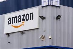 Logotipo da empresa do comércio eletrônico das Amazonas na logística que constrói o 12 de março de 2017 em Dobroviz, república ch Fotos de Stock