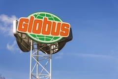 Logotipo da empresa do hipermercado de Globus na frente da loja o 25 de fevereiro de 2017 em Praga, república checa Foto de Stock Royalty Free