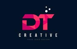 Logotipo da letra do descolamento D T com baixo conceito cor-de-rosa poli roxo dos triângulos Fotografia de Stock