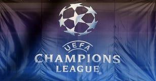 Logotipo da liga de campeões de UEFA na bandeira fotos de stock