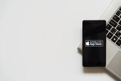 Logotipo da loja de Apple app na tela do smartphone Fotografia de Stock