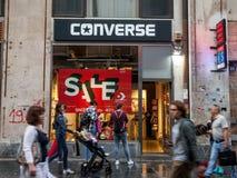 Logotipo da loja inversa principal em Belgrado O inverso é uma sapata e uma empresa americanas da forma foto de stock royalty free