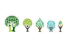 Logotipo da árvore dos povos, símbolo do bem-estar, vetor saudável da cenografia do ícone da aptidão Fotos de Stock Royalty Free