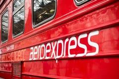 Logotipo de Aeroexpress no trem na estação de Kievskiy imagens de stock