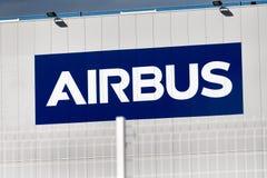 Logotipo de Airbus en el edificio de Airbus imagen de archivo